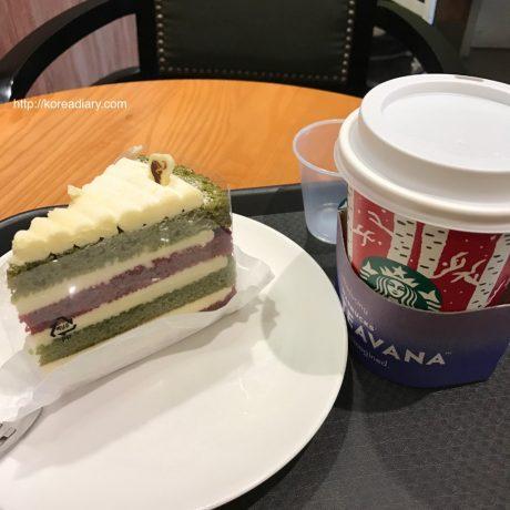 韓国スタバ クリスマスベルベットケーキ