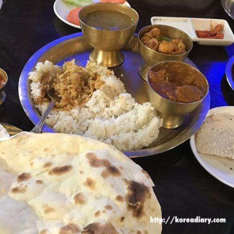 ネパール料理の有名店エベレストに行ってみた。