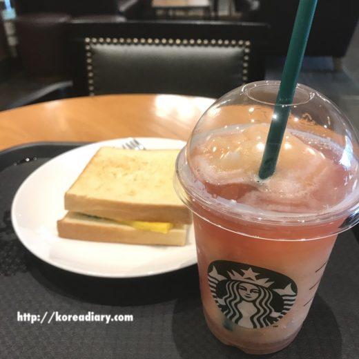 韓国スタバで新発売の卵焼きサンドイッチ♪