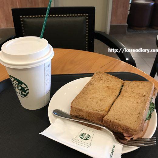 韓国スタバ フレンチオニオンサンドイッチ♪