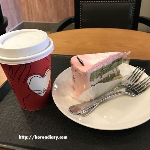 韓国スタバ チェリーグリーン生クリームケーキ♪