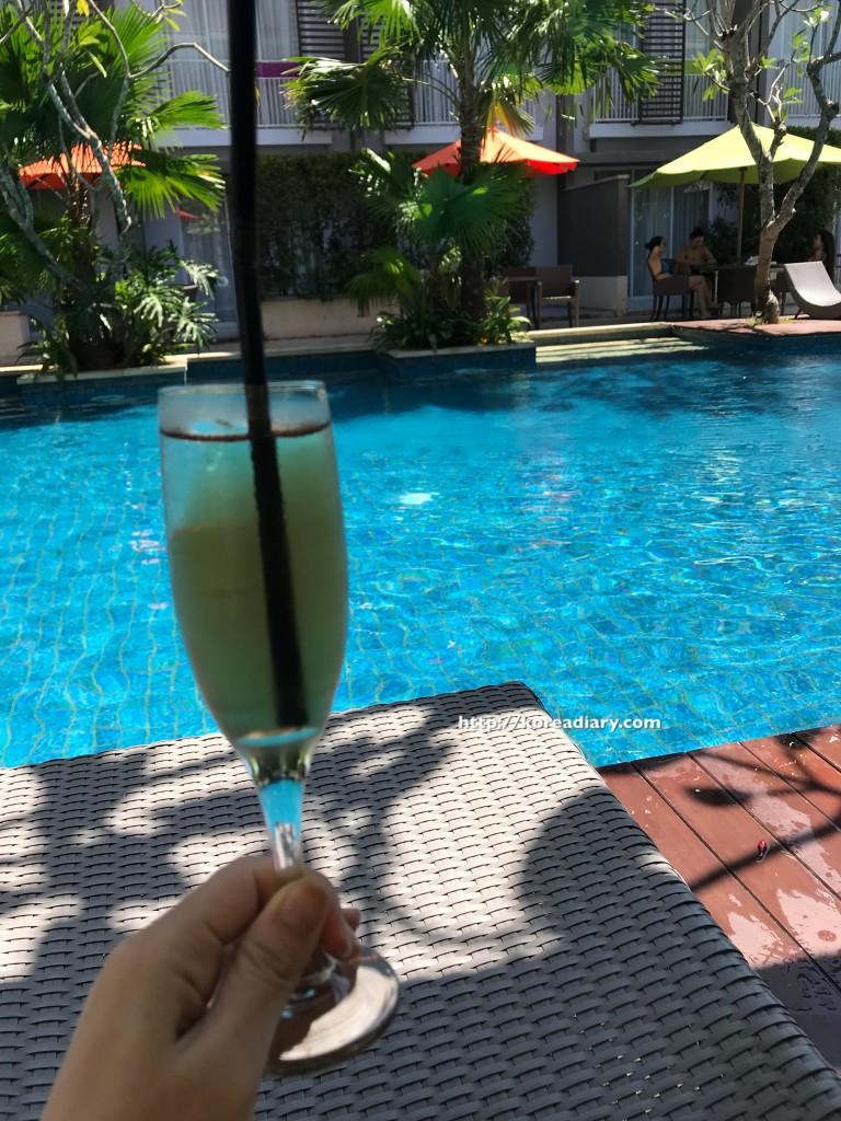 ヌサドゥアのイビススタイルズバリベノアへ♪Ibis Styles Bali Benoa