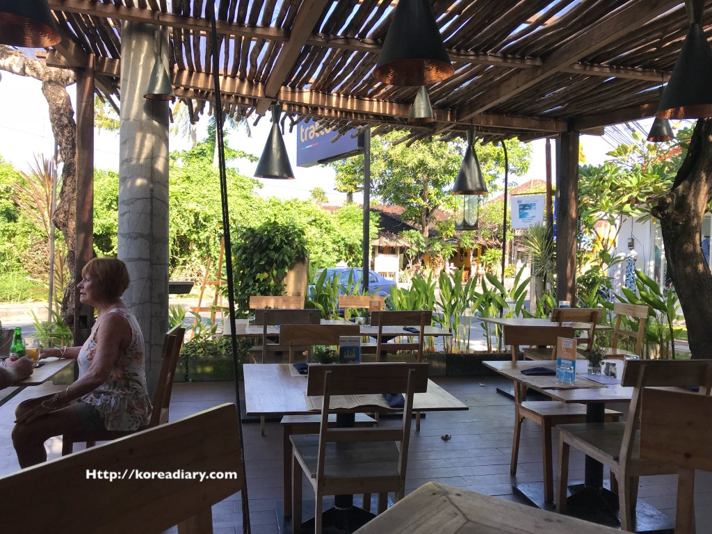 サヌールで人気のレストラン トラットリアやGAYAジェラート♪