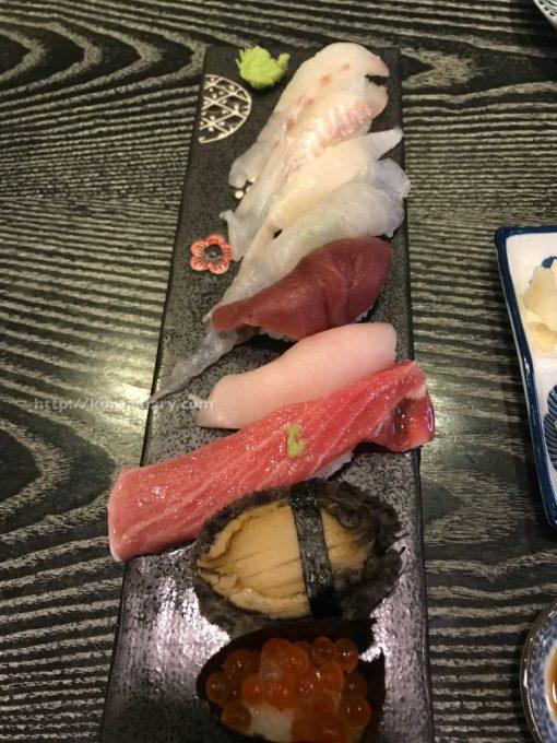 往十里ワンシムニで寿司屋に入る。