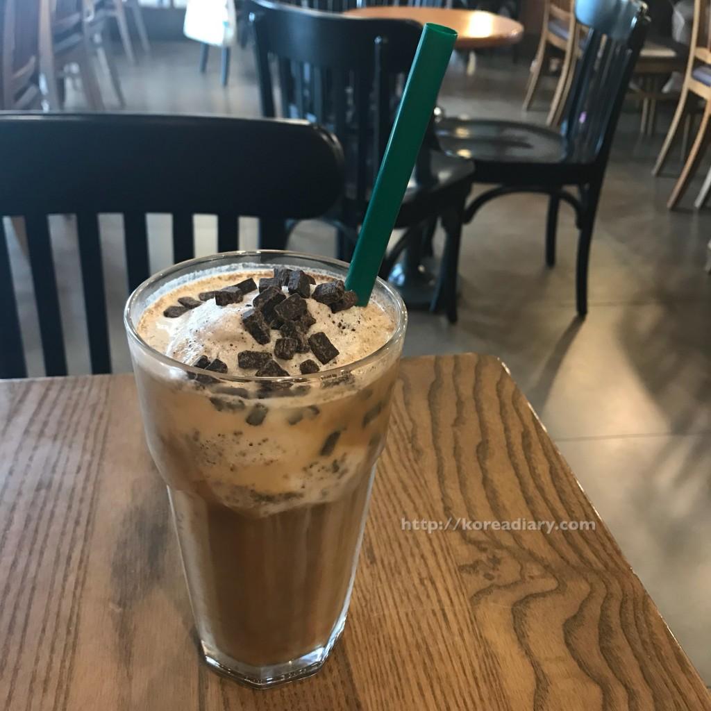 韓国のカフェは、店内での使い捨てカップ禁止へ。