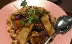 西大門の中華のお店でうどんを食べる。