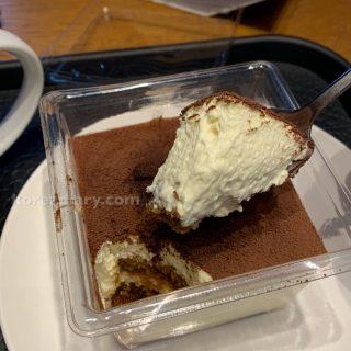 韓国スタバ マスカルポーネティラミスケーキ。