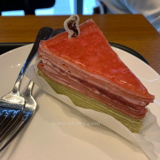 韓国スタバ イチゴ抹茶ダブルクレープ。