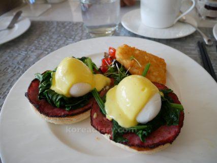 ムリアヴィラスとザ・ムリアでの朝食。