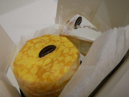 韓国スタバ クレープチーズケーキをお持ち帰り♪